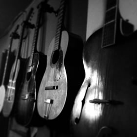 wall-guitars-280
